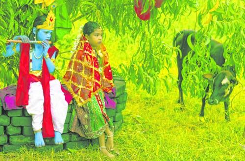 नागाळी-ताळगाव येथील कृष्ण मंदिरात अष्टमीनिमित्त काल आयोजित केलेल्या कार्यक्रमातील एक दृश्य.
