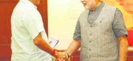 मुख्यमंत्री मनोहर पर्रीकर- पंतप्रधान नरेंद्र मोदी यांची भेट