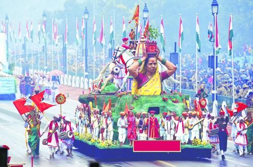 सांस्कृतिक समृद्धीचे दर्शन घडविणारा महाराष्ट्राचा चित्ररथ