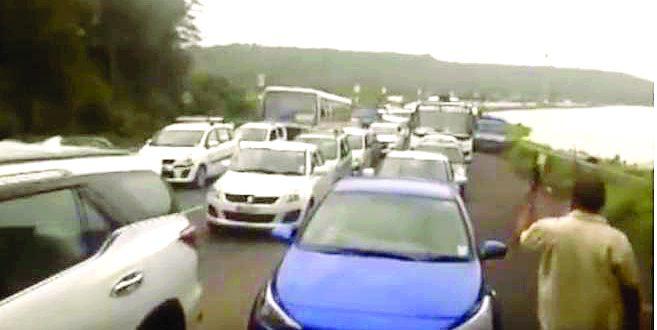 पणजी-मडगाव महामार्गावर चार तास वाहतूक का