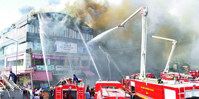 सूरतेतील इमारतीस भीषण आग ः १७ विद्यार्थी मृत्यूमुखी