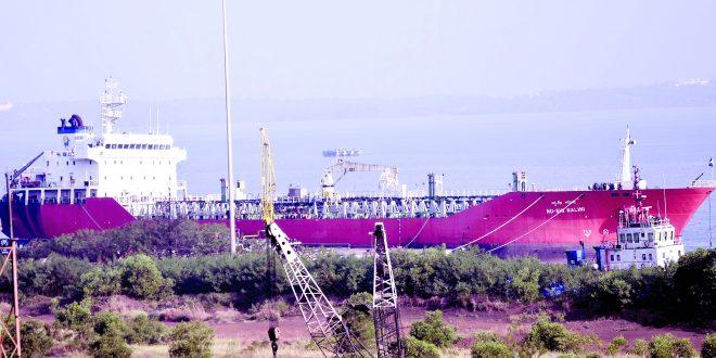 नाफ्तावाहू जहाज मुरगावात ठेवण्यास स्थानिकांचा विरोध